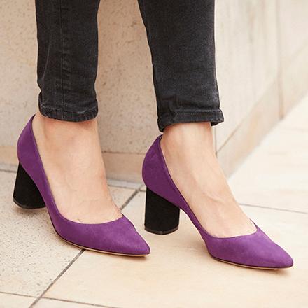 いつもの自分のスタイルに、小さな変化のある靴