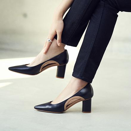 自分らしく輝く女性に寄り添う、モード感のある1足